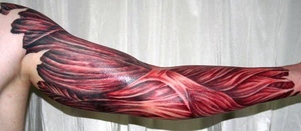 Tatuaż z widocznymi mięśniami