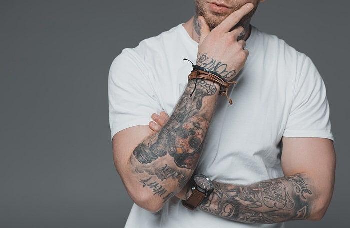 Jakie kosmetyki stosować do tatuażu?