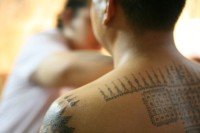 Mnich z tatuażem Sak Yant
